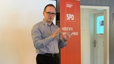 Grant Hendrik Tonne auf einer Informationsveranstaltung